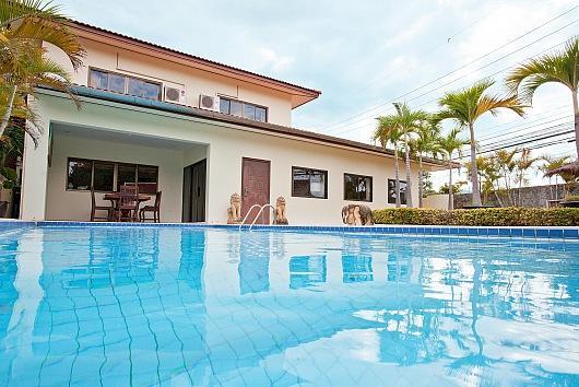 Central 4 bed villa at Walking Street - Image 1 - Bang Lamung - rentals