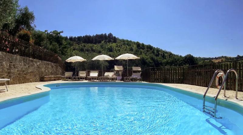7 bedroom Villa in Valfabbrica, Umbrian countryside, Umbria, Italy : ref 2293890 - Image 1 - Casacastalda - rentals