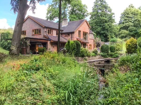 SPLASHY MILL ANNEXE, all ground floor, woodburning stove, patio overlooking mill, near Stone, Ref 917711 - Image 1 - Stone - rentals