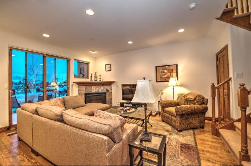 Family Room - Highland Greens 3BD, 20% off stays thru 6/29 - Breckenridge - rentals