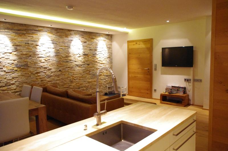 TV area - Stunning Ski Apartment in Central Zell am See - Zell am See - rentals