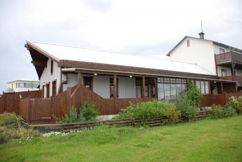 Raven´s House - Image 1 - Innri-Njarthvik - rentals