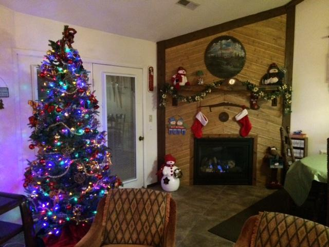 Beautifully decorated for the holidays - Large Condo 1 block from Giant Steps Resort *VALUE - Brian Head - rentals