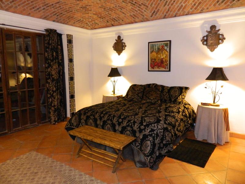 Master bedroom with queen bed, brick boveda ceiling - Private Patios, Peaceful and Elegant Colonial - San Miguel de Allende - rentals