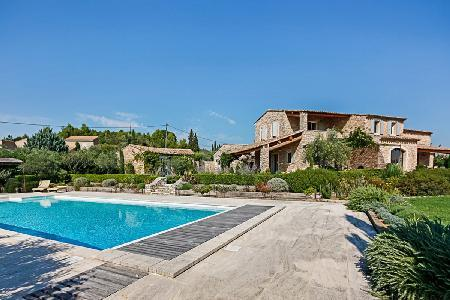 Great for Large Groups! Spacious Villa Fontcaudette in Landscaped Garden with Private Pool - Image 1 - Luberon - rentals