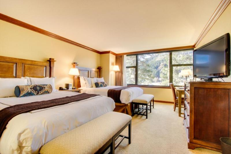 Studio w/ ski-in/ski-out access, shared heated pool and hot tub & great views! - Image 1 - Alpine Meadows - rentals