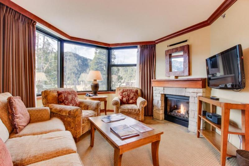 Ski-in / Ski-out plus shared hot tub, pool, and spa access! - Image 1 - Alpine Meadows - rentals