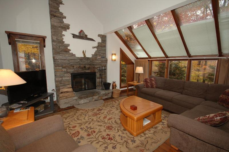 Living Room - Hawk Mountain 4 Bedroom Condo - Plymouth - rentals