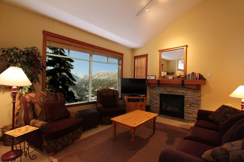 Living room wth spectacular views - Ski-in, ski-out townhome with great views in Taluswood Blluffs - Whistler - rentals