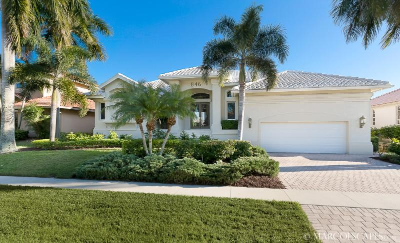 BANYAN BREEZE - She's a Short Walk to South Marco Beach!! - Image 1 - Marco Island - rentals