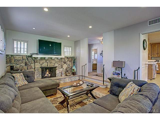 Brand new and beautiful furniture! 1900 square foot single story house for large groups! - $150 per night on February 1 to 28! FREE Disneyland Parking! 14 BEDS! - Anaheim - rentals