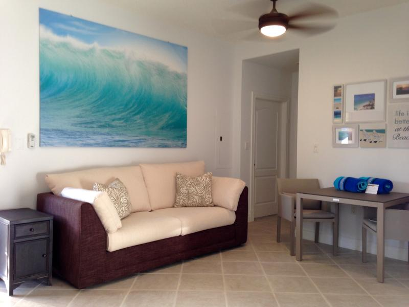 Living room and dining area - GRACE BAY 1 BR CONDO - 5 MIN BEACH ACCESS - (gga) - Providenciales - rentals