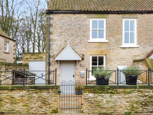 SNOWDROP COTTAGE, stone-built, character property, woodburner, walks in the - Image 1 - Sawdon - rentals