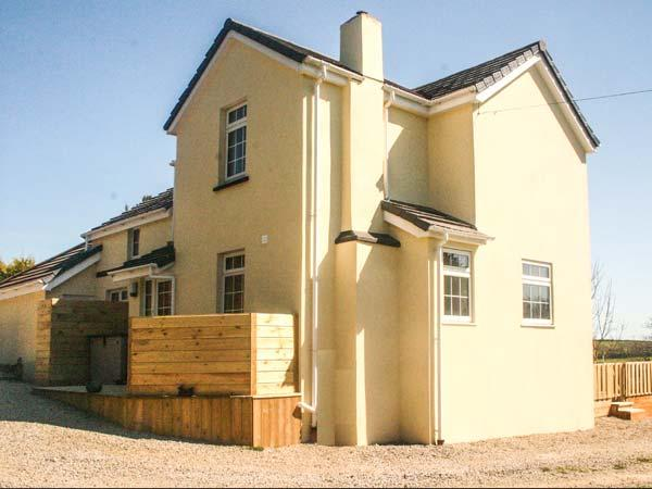 IVY LEAF COTTAGE, family-friendly, en-suites, woodburner, walks from door, near Bude, Ref 905319 - Image 1 - Bude - rentals