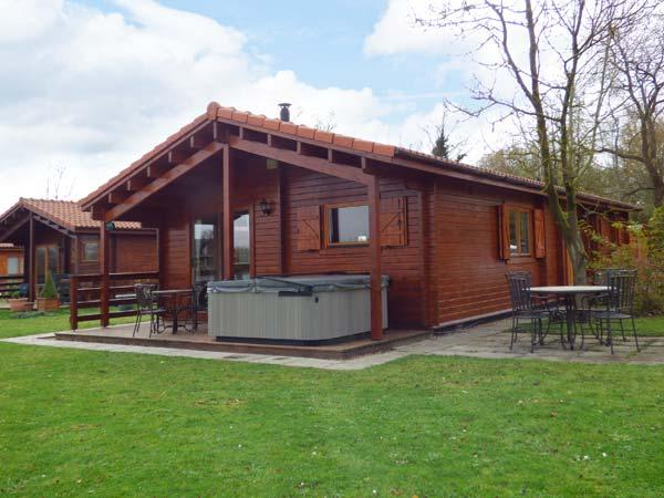 JEMIMA LODGE, hot tub, Sky TV, on-site facilities, near Horncastle, Ref. 918865 - Image 1 - Tattershall - rentals