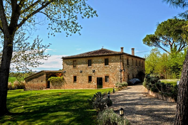 5 bedroom Villa in Monteroni d Arbia, Siena and surroundings, Tuscany, Italy - Image 1 - Monteroni d'Arbia - rentals