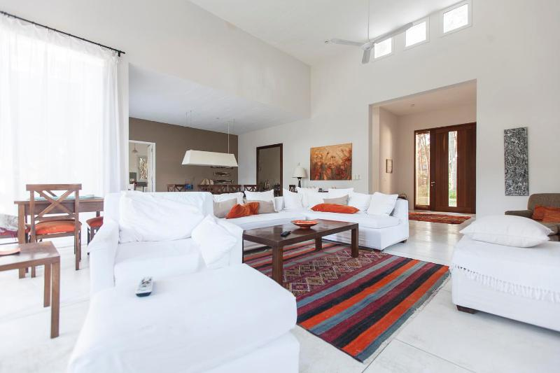 Beautiful 4 bedroom House Near to Manantiales Beach - Image 1 - Punta del Este - rentals