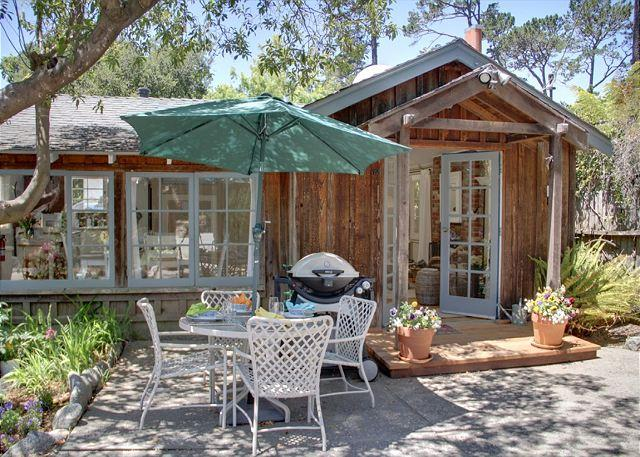 "Welcome to ""Seashell Cottage""! Lovely vintage Carmel Cottage within easy walking distance to downtown gourmet restaurants and unique high-end stores. - 3274 Sea Shell Cottage ~ Plush Beds ~ Walk to Town - Carmel-by-the-Sea - rentals"