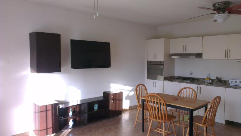 Spacious Lounge - Spacious ground floor 1 bed with a pool, Maxwell - Maxwell - rentals