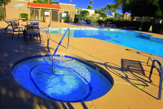 Quiet South pool with hot tub - Scottsdale Charmer - on Greenbelt! - Scottsdale - rentals