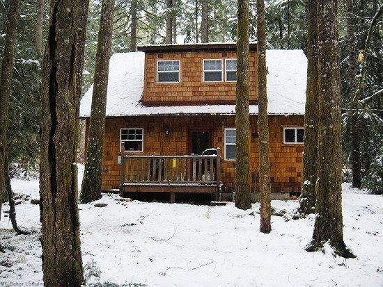 Cabin 12 in Glacier Springs  - Glacier Springs Cabin #12 - With a covered porch...sweet! - Glacier - rentals