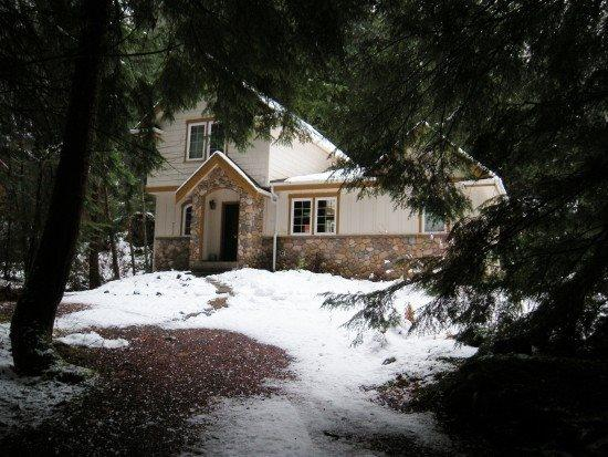 Front view of cabin 34 - Snowline Cabin #34 - Great English Tudor-style home with private hot tub! - Glacier - rentals