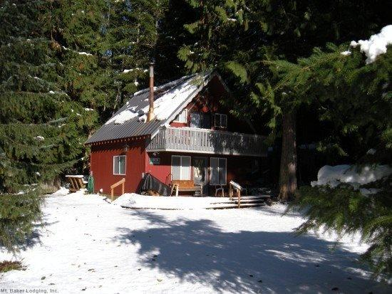 Front view of Cabin 63 - Mt. Baker Rim Cabin #63 - A traditional ski chalet! Pet friendly! - Glacier - rentals