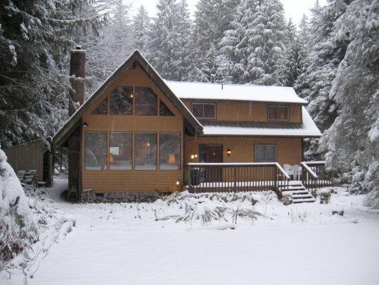 The front  of Cabin 69 - Mt. Baker Lodging - Cabin #69 - A 2-story, 5-bedroom, vacation home! Please note this home has a wood fireplace wood is NOT provided - Glacier - rentals