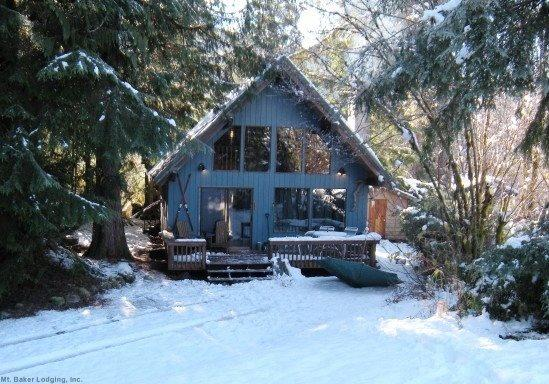 The front of Cabin 53 - Mt Baker Rim Cbin #53 - A cozy cabin with a open fire place and outdoor hot tub. - Glacier - rentals