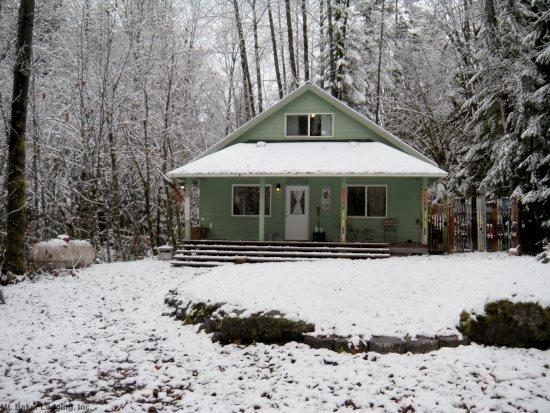 Mt. Baker Rim Cabin #71 - The House on a Knoll is pet friendly! - Image 1 - Glacier - rentals