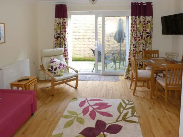 COSIE, town centre location, family holiday home, close to beach, in Shanklin, Ref 917114 - Image 1 - Shanklin - rentals