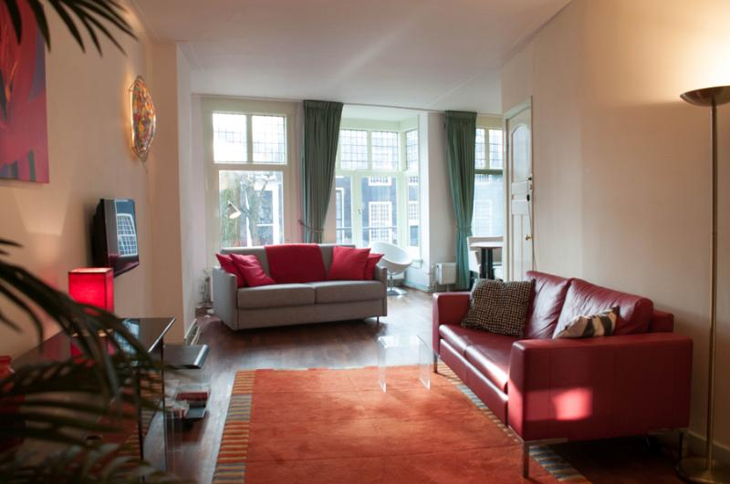 Spacious and light sitting room with picture perfect Canal view. - Amsterdam canal view apartment in the historic centre, The Red Tulip Apartment - Amsterdam - rentals