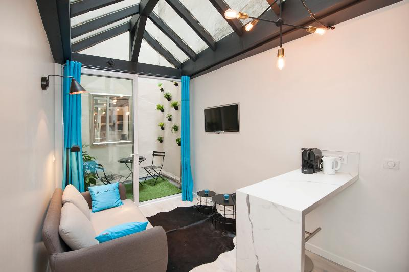 Living room and dining area - Superb 1BD with mezzanine, A/C, Little outside are - Paris - rentals