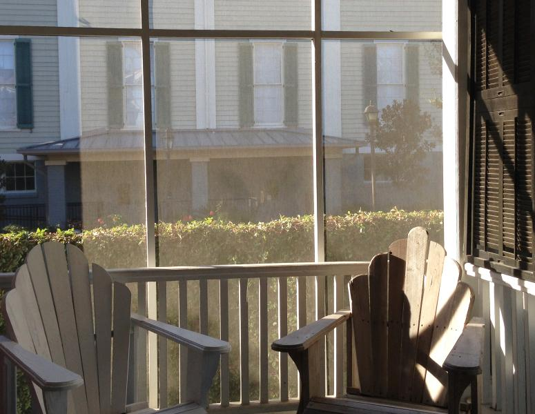 Screen Porch. Handmade 'Charleston' style adirondack chairs - Jingle Bells Square House-Historic District-Working Fireplaces- Screened Porch - Savannah - rentals