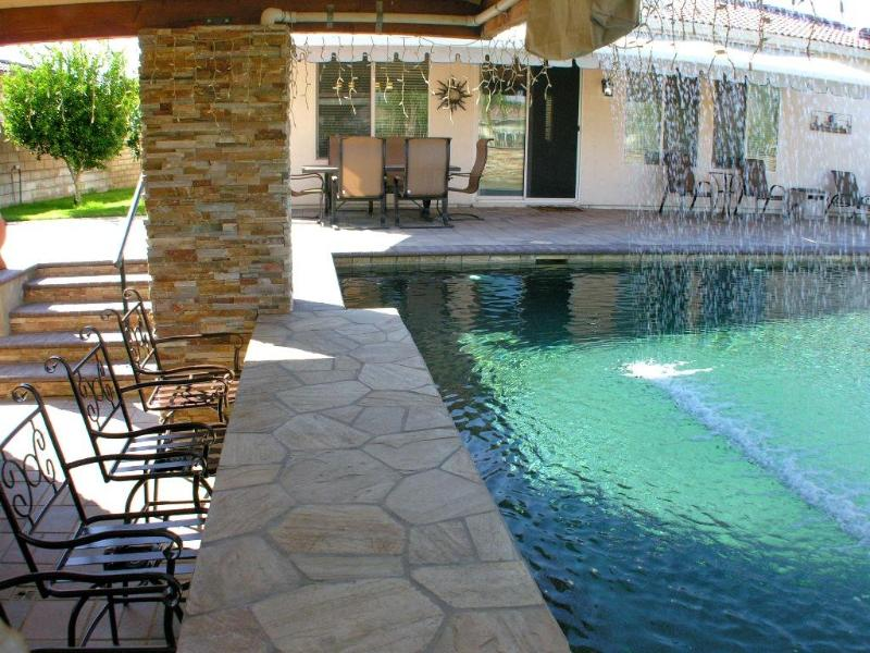 Amazing swim-up bar /w waterfall - Atlantis Resort Style Pool Swim-up Bar!! 3/2 + Den - La Quinta - rentals