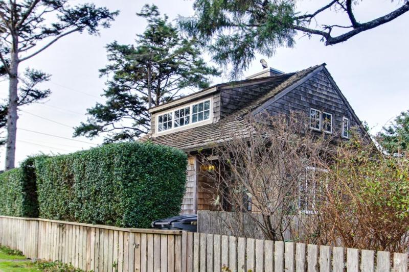 Dog-friendly, oceanfront home just a stroll from the beach. - Image 1 - Cannon Beach - rentals
