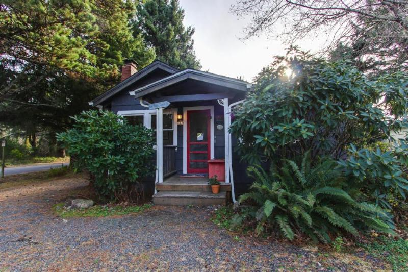 Dog-friendly cottage full of character & just three blocks from the beach! - Image 1 - Cannon Beach - rentals