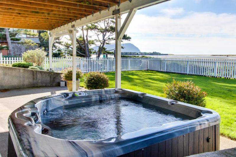 Renovated oceanfront home w/private hot tub & amazing views! - Image 1 - Seaside - rentals