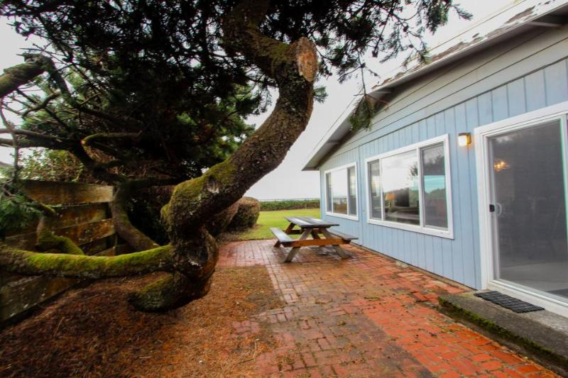 Dog-friendly waterfront home w/ a private path to the beach - Image 1 - Waldport - rentals