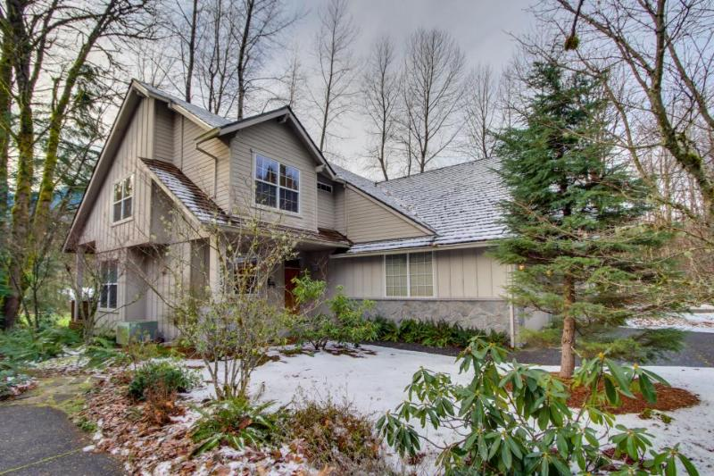 Lodge-like retreat w/ shared hot tub, pool & more, easy ski & golf access! - Image 1 - Welches - rentals
