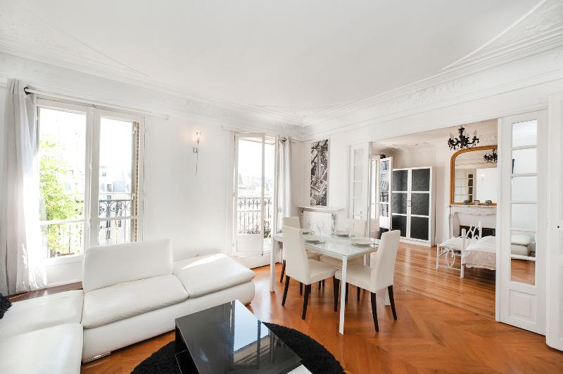 The living room - December special rate : 950 €/week - 2BD w/ balcony - Paris - rentals
