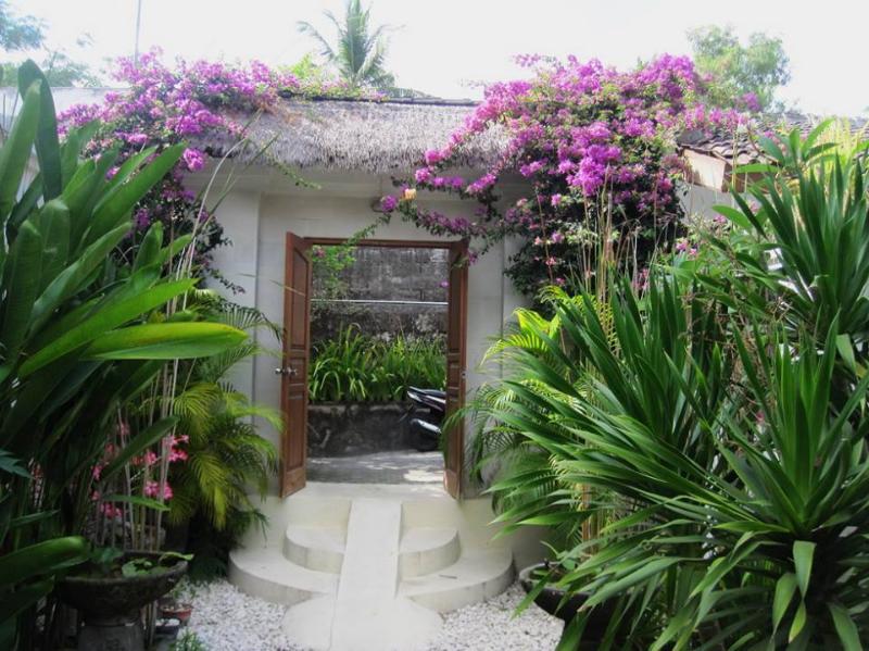Entrance Door - Appartment Waroeng66 - Kuta - rentals