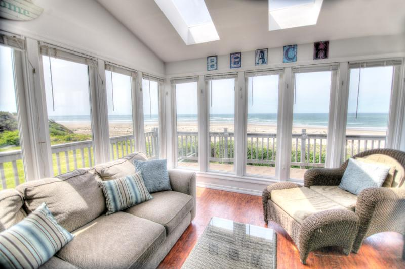 Sun Room with Oceanfront View! - Ocean Front on a Sandy Beach & Hot Tub with a View - Waldport - rentals