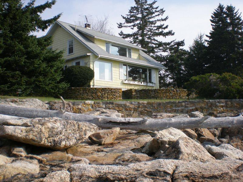 BEACHCROFT COTTAGE | OPEN OCEAN | BEACH | KAYAK | SOUTHPORT ISLAND|PET-FRIENDLY - Image 1 - Boothbay - rentals