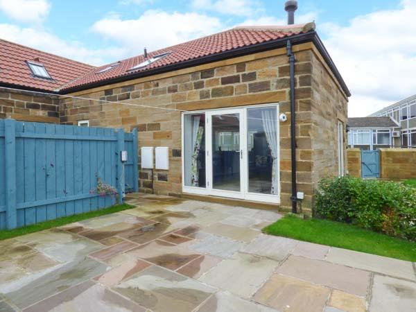 MALLARD COTTAGE, two en-suites inc. wetroom, woodburner, ground floor bedroom, WiFi, enclosed garden, in Whitby, Ref. 915189 - Image 1 - Whitby - rentals