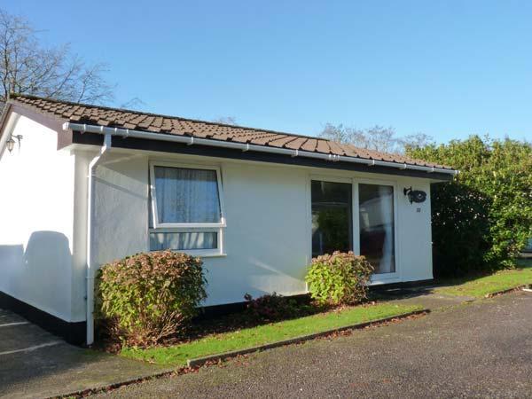 PEACEHAVEN, neat bungalow with WiFi, open plan living area, pets welcome, near Liskeard, Ref. 918204 - Image 1 - Liskeard - rentals