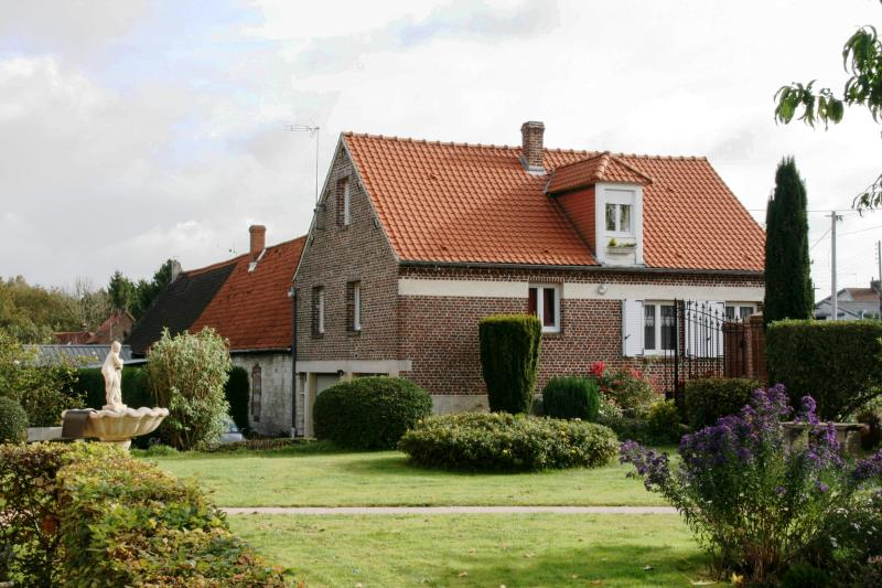 On a park of 6,000 square meters - THE FOUNTAIN HOUSE OF RIVIERE NEAR ARRAS - Riviere - rentals