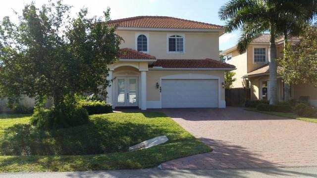 Just a short mile to the beach - Beach House!  4 Br, few blocks to BEACH at Vanderbilt Bch - Naples - rentals