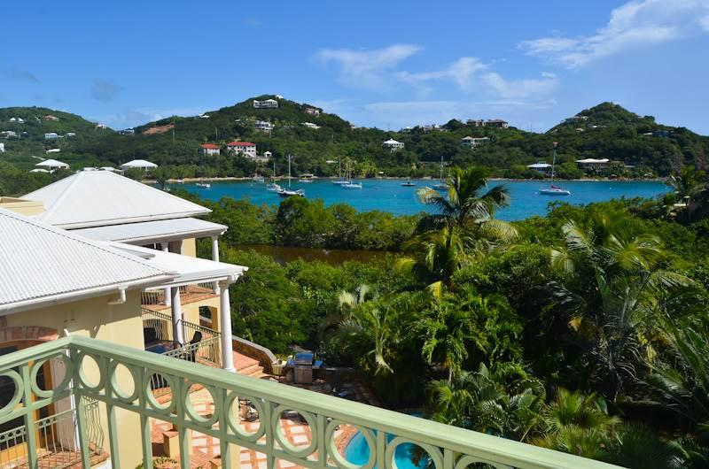 Reefside Villa: Large 5 Bedroom with Full AC and Path to the Shore! - Image 1 - World - rentals