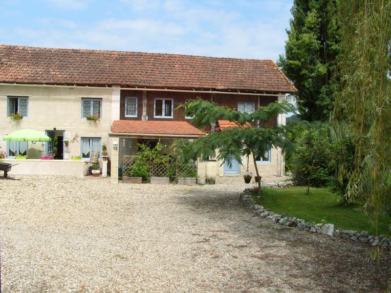Front and entrance to house - Montagrier, France, Dordogne - La Grange - Saint-Victor - rentals